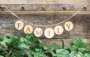 Tag Garland Sign - FAMILY