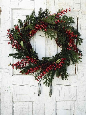 "24"" Berry & Pinecone Wreath"
